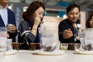 Host2017 cinesi degustano espresso